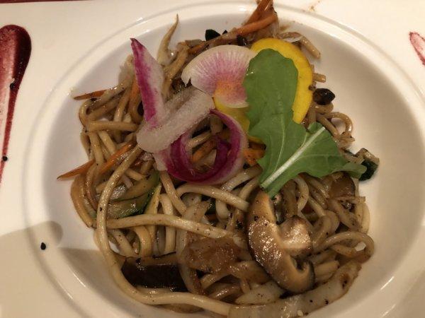 ハードロックホテルバリャルタのディナーレストラン_日本・アジア料理 ZEN_特製ソース焼きそば