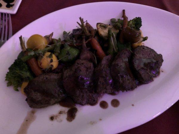 ハードロックホテルバリャルタのディナーレストラン_イタリアン CIAO_ラムステーキ