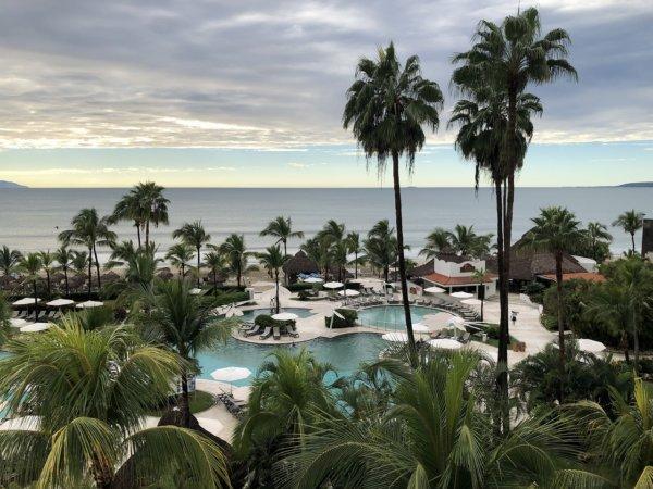 ハードロックホテルバリャルタのお部屋から見た太平洋2