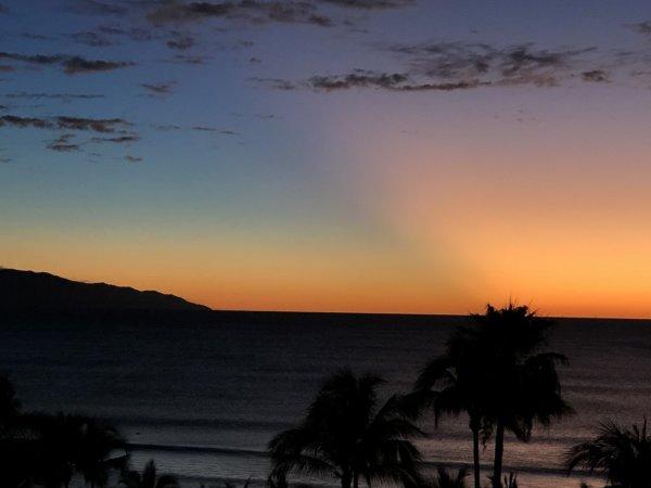 ハードロックホテルバリャルタのお部屋から見た太平洋に沈む夕日7