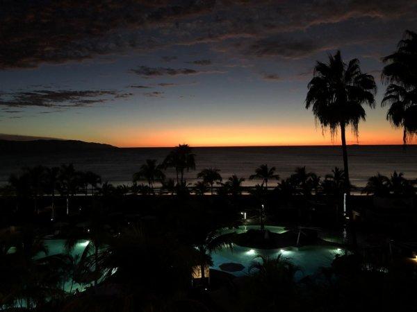 ハードロックホテルバリャルタのお部屋から見た太平洋に沈む夕日8