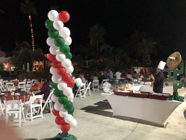 ハードロックホテルバリャルタ_プールサイドで開催されたオープンビュッフェレストラン2