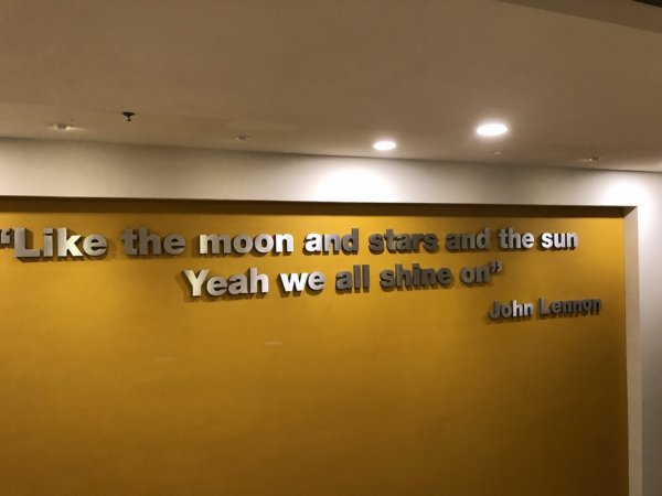 ハードロックホテルバリャルタ_展示物_ジョン・レノンの言葉