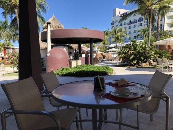 ハードロックホテルバリャルタ_プールサイドにあるピザコーナー