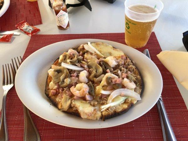 ハードロックホテルバリャルタ_プールサイドにあるピザ実食1