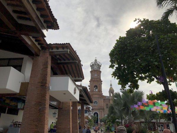 メキシコ・プエルトバジャルタ市内観光ツアースポット_グアダルーペ大聖堂外観
