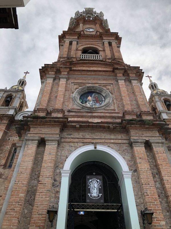 メキシコ・プエルトバジャルタ市内観光ツアースポット_グアダルーペ大聖堂入り口党