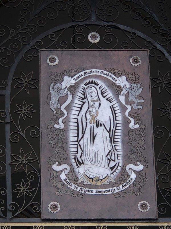 メキシコ・プエルトバジャルタ市内観光ツアースポット_グアダルーペ大聖堂黒のマリア