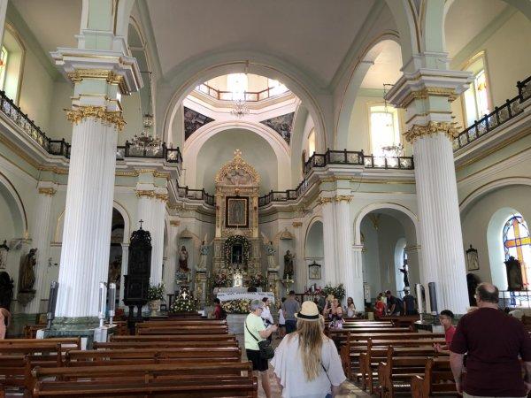 メキシコ・プエルトバジャルタ市内観光ツアースポット_グアダルーペ大聖堂の中