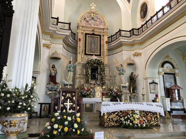 メキシコ・プエルトバジャルタ市内観光ツアースポット_グアダルーペ大聖堂メイン祭壇