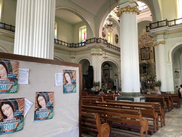 メキシコ・プエルトバジャルタ市内観光ツアースポット_グアダルーペ大聖堂の中にあったポスター