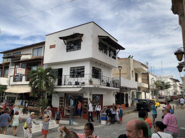 メキシコ・プエルトバジャルタ_観光メイン街