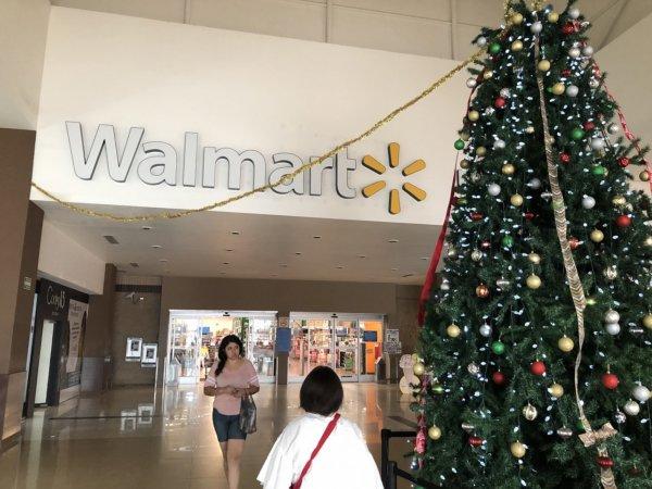 メキシコ・プエルトバジャルタのスーパーマーケット_Walmartウォルマート入り口