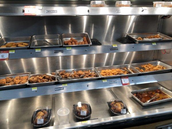 メキシコ・プエルトバジャルタのスーパーマーケット_Walmartウォルマート_ミートお惣菜的な