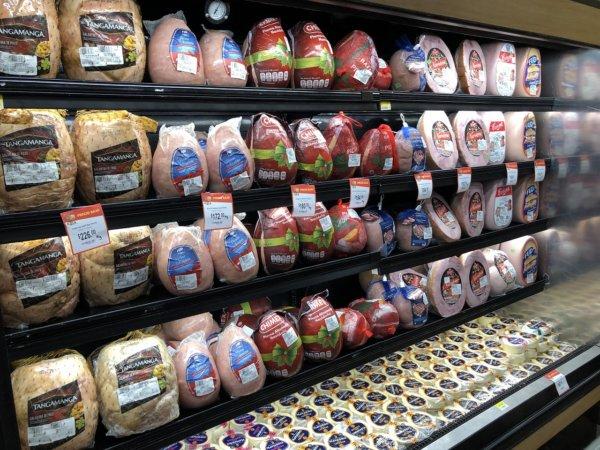 メキシコ・プエルトバジャルタのスーパーマーケット_Walmartウォルマート_肉コーナー