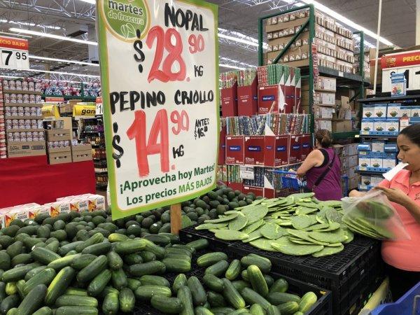 メキシコ・プエルトバジャルタのスーパーマーケット_Walmartウォルマート_サボテンの葉