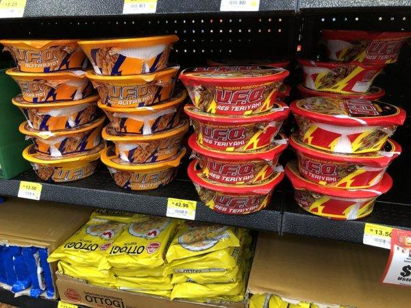 メキシコ・プエルトバジャルタのスーパーマーケット_Walmartウォルマート_焼きそばUFO価格