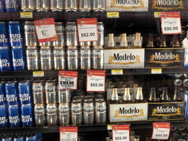 メキシコ・プエルトバジャルタのスーパーマーケット_Walmartウォルマート_ビール陳列価格
