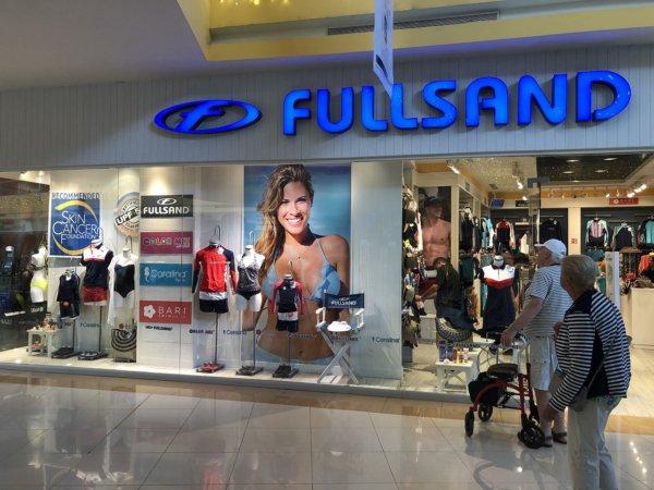 メキシコ・プエルトバジャルタの大型ショッピングモール_専門店FULLSAND