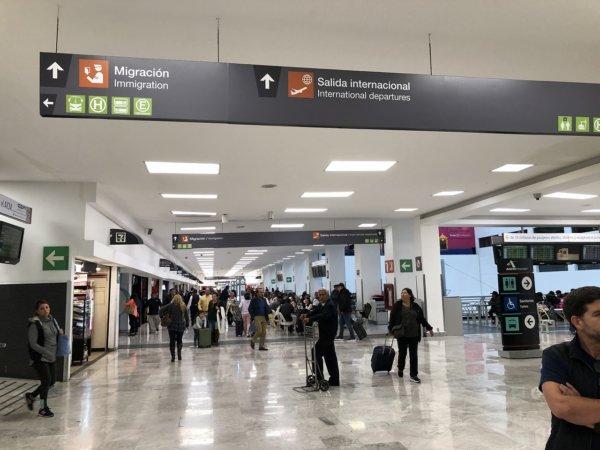 メキシコシティ国際空港_国際線サイン