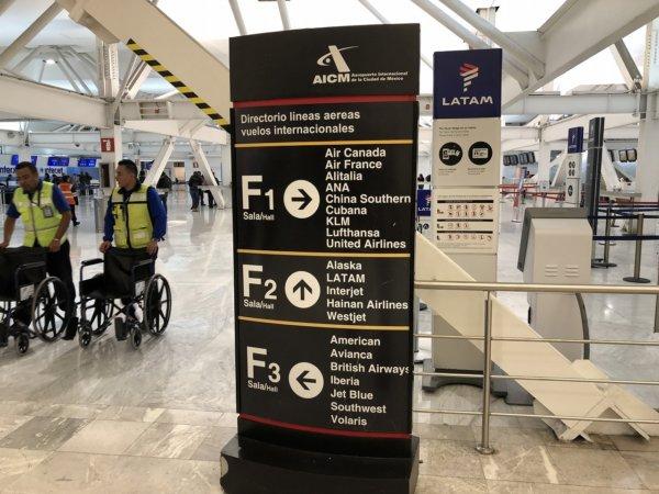 メキシコシティ国際空港_ANA搭乗受付サイン