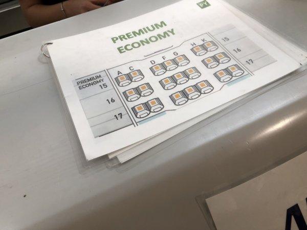 メキシコシティ国際空港_ANA搭乗受付_プレミアムエコノミー座席表