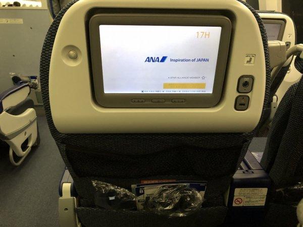 ANAメキシコシティ発成田便のプレミアムエコノミー席_機内プログラムスクリーン