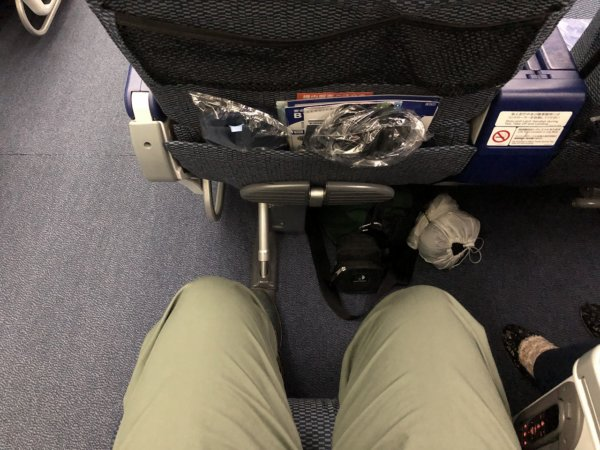 ANAメキシコシティ発成田便のプレミアムエコノミー席_広い座席スペース