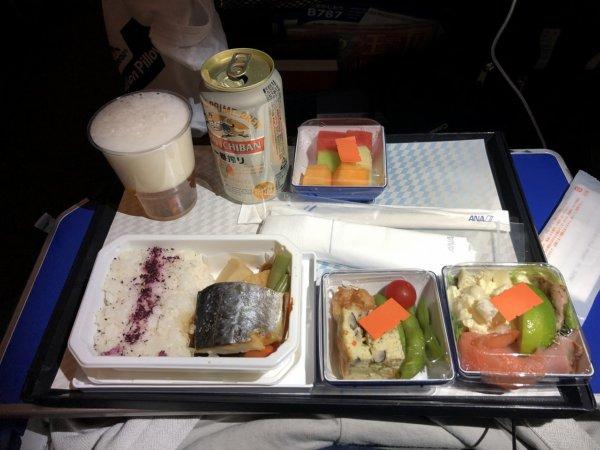 ANAメキシコシティ発成田便のプレミアムエコノミー席_朝食サービス