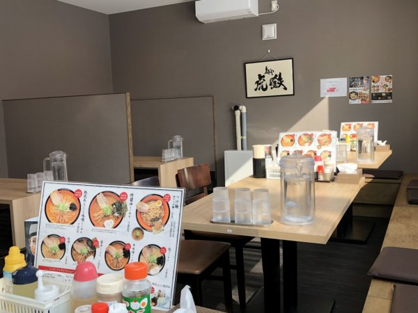 新札幌でラーメンが美味しい店|麺や虎鉄(めんやこてつ)厚別店_テーブル席と座敷席