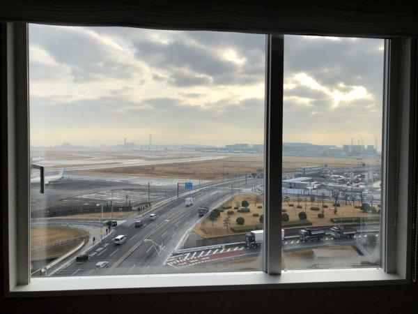 羽田空港に近いホテル京急EXイン羽田_スタンダードセミダブルA客室_朝の客室からの風景