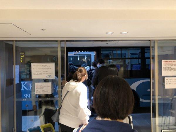 羽田空港に近いホテル京急EXイン羽田_無料シャトルバス乗り場ロビー2