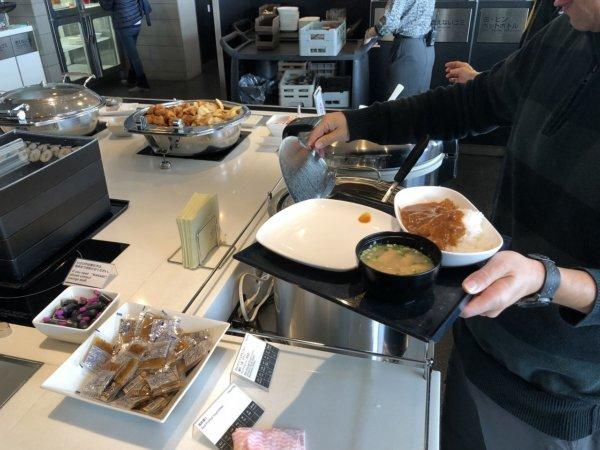 羽田空港国際線ターミナルANAラウンジ_日本食ほかお食事メニュー_カレーライス