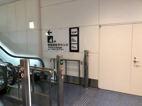 羽田空港国際線ターミナル出発ロビー_ANAラウンジに向かうエレベーター