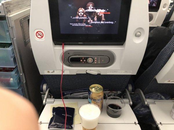 羽田空港発のバンコク・スワンナプーム空港便_B787_エコノミー座席プログラムほか