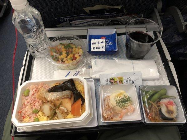 羽田空港発のバンコク・スワンナプーム空港便_B787_エコノミー座席機内食メニュー_海の幸丼