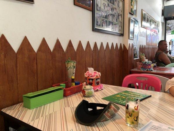 パタヤの食堂ヌアン_テーブル席