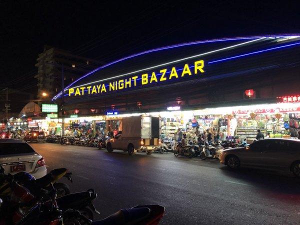 パタヤの夜の町並み_ナイトバザール外観