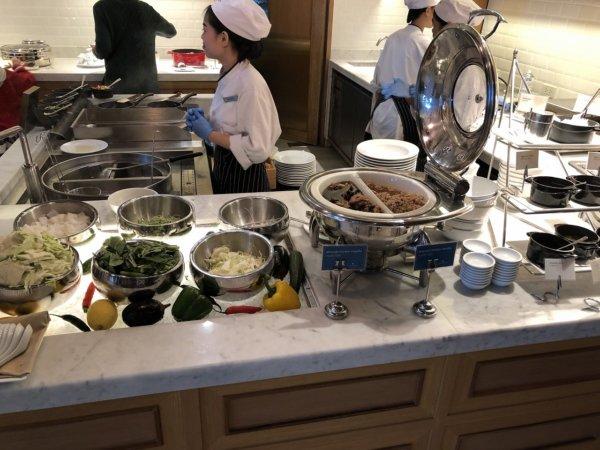 インターコンチネンタルパタヤリゾートの朝食_会場のお料理2
