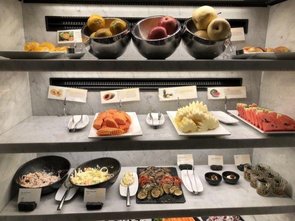 インターコンチネンタルパタヤリゾートの朝食_会場のお料理_期待していたフルーツコーナー
