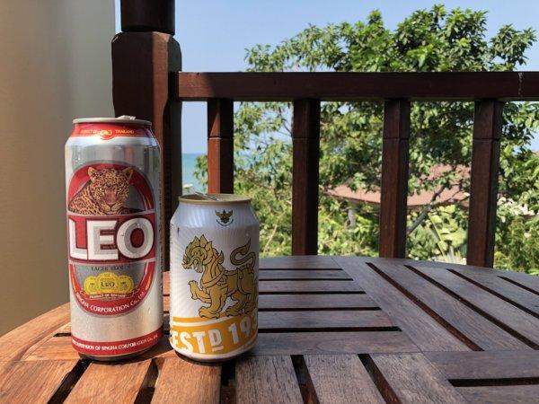 インターコンチネンタルパタヤリゾート_お部屋のベランダでビールを飲む
