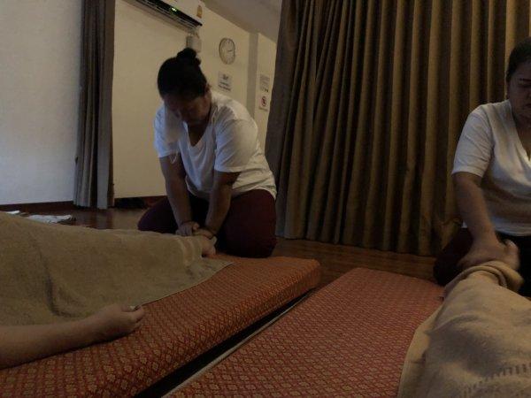 パタヤで全身タイマッサージ_Chivarome Health massage_全身タイマッサージ施術者2