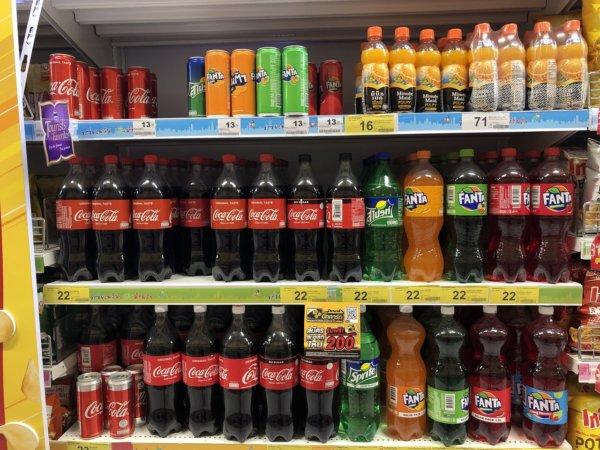 パタヤのスーパーマーケットビッグC_ソフトドリンク棚