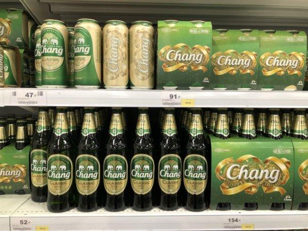 パタヤのスーパーマーケットビッグC_チャンビア棚