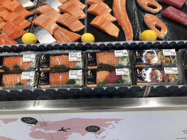パタヤのスーパーマーケットビッグC_生鮮魚コーナーのサーモンお刺身