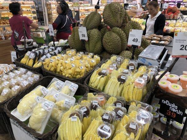 パタヤのスーパーマーケットビッグC_ドリアン