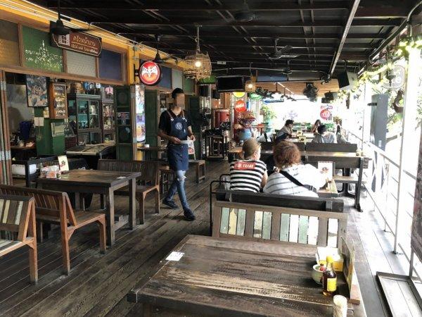 さまぁ~ずの「7つの海を楽しもう!世界さまぁ~リゾート タイパタヤ編2017.03.11放送でも紹介されたパタヤNo.1の激辛ガパオライスを食べられるお店フォア ナー バーン_入り口の様子