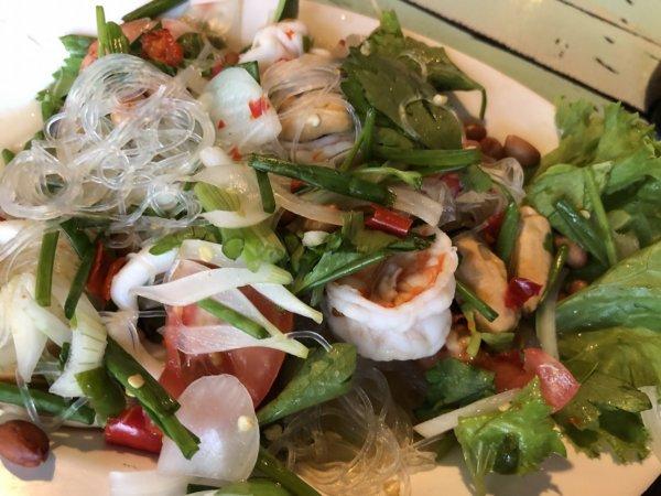 さまぁ~ずの「7つの海を楽しもう!世界さまぁ~リゾート タイパタヤ編2017.03.11放送でも紹介されたパタヤNo.1の激辛ガパオライスを食べられるお店フォア ナー バーン_オーダーしたお料理4ヤム・ウンセン