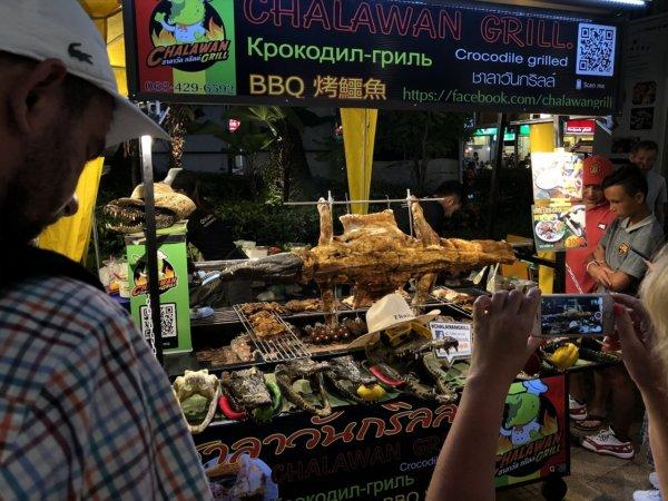パタヤのショッピングモールセントラルフェスティバルパタヤ_セカンドロード側入り口にあったワニの丸焼き屋台
