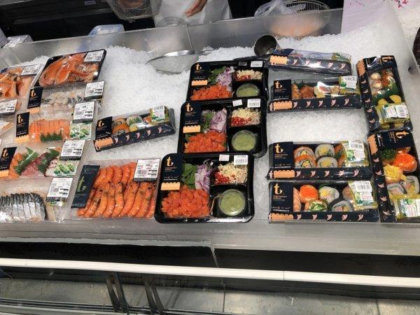 パタヤのショッピングモールセントラルフェスティバルパタヤ_スーパーマーケット_刺し身とお寿司のパック